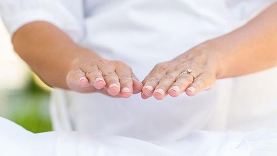 Resultado de imagen de reiki manos